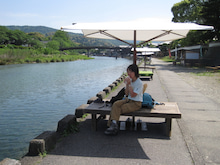 歩き人ふみの徒歩世界旅行 日本・台湾編-五十鈴川の川辺