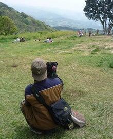 黒パグパン日記-壮大な景色をばっくに.jpg