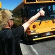 バスをヒッチハイクす…