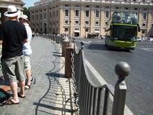 老人とブログの海-バチカン市国国境
