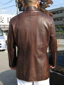 大木毛皮店工場長の毛皮修理リフォーム-蛇革 レザー オーダージャケット
