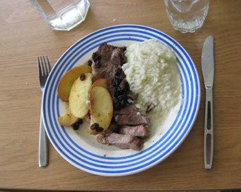 $北欧からコンニチワ-豚肉とソース