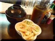 札幌にある不動産会社の経営企画室 カチョーのニチジョー-サラダ・味噌汁・ドリンク