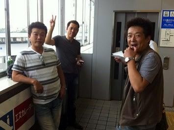 出発を待つメンバー いつもの大江戸会メンバーも参加です