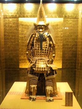1000枚の金箔を使用した「三重の塔」