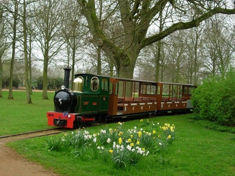 美しい国、英国のアンティーク&カントリーライフ-園内の汽車