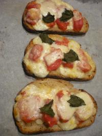 A table!-tartine tomate&mozzarella1