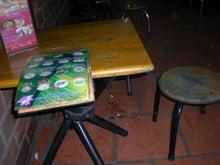 夫婦世界旅行-妻編-低いテーブル