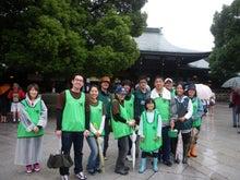 緑化推進事業の活動報告-本殿で参拝