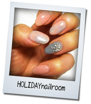 $HOLIDAY nail room