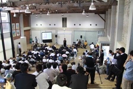 街じゅうアートin北九州2010スタッフブログ-9.18オープニング九工大渡邊さん撮影03