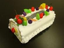 $自宅サロン教室 趣味を仕事に~粘土・フェイクスイーツ・ろうの花・アロマ・カラー~大阪市内 住吉大社近く-ロールケーキのティッシュケース 生徒さんの作品