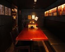 まるのブログ-格子戸で区切られた10名席