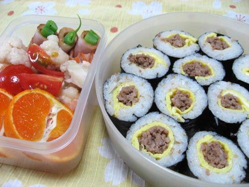 韓国料理サランヘヨ♪ I Love Korean Food-卵と挽肉の韓国のり巻き(キムパプ)