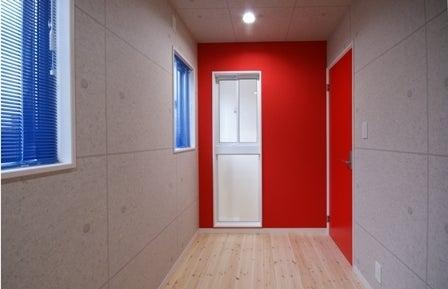 徳島県で家を建てるならサーロジック-ビビッドカラーの書斎