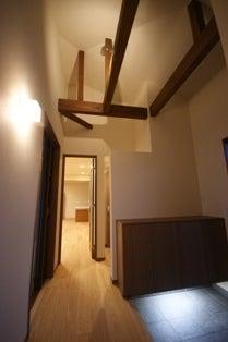 徳島県で家を建てるならサーロジック-吹抜け玄関ホール