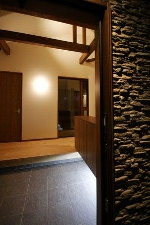 徳島県で家を建てるならサーロジック-ピクチャーウィンドウ 石貼外壁