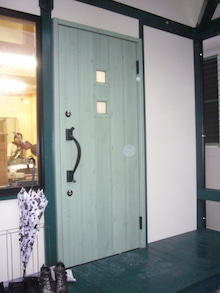 ログハウス・ビルドのブログ-玄関ドア