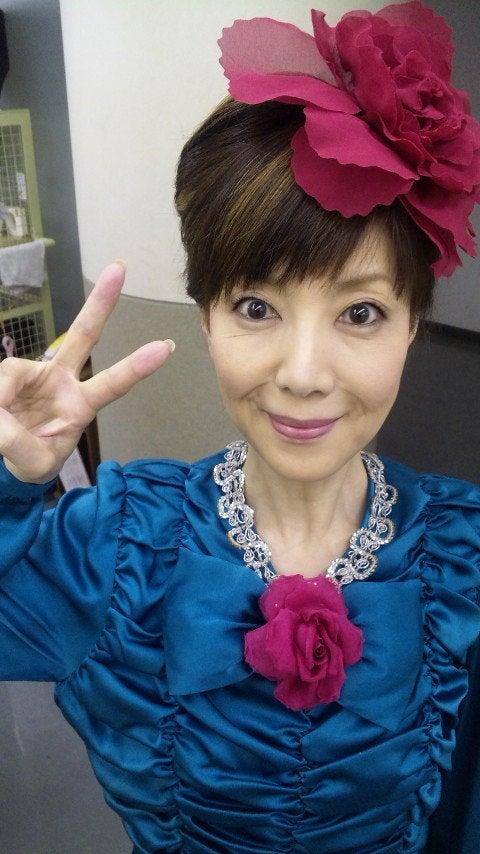 ドレスアップの戸田恵子