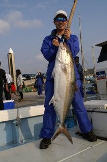 沖縄から遊漁船「アユナ丸」-カンパチシーズン