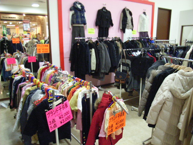 宅配買取のBrandStyle.com通信-7ユニモ催事-子供服やアウターも充実