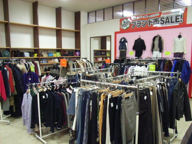 宅配買取のBrandStyle.com通信-6ユニモ催事-衣料品コーナー
