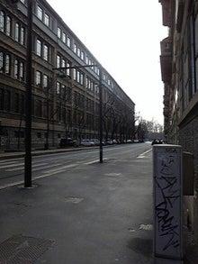 MOO日記-20110122ミラノの町並みと道路