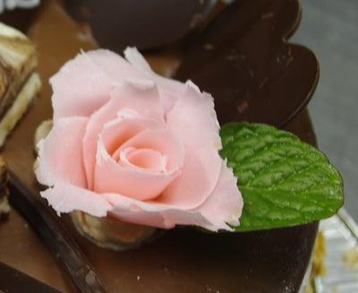 あなたの描いた絵もケーキになる!クアンカ・ドーネ-バラ
