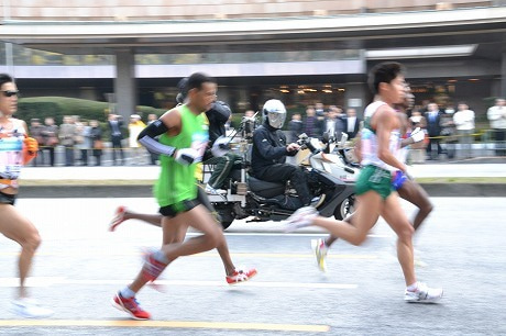 東京マラソン2011 ~猛スピードで駆け抜けるTOPランナー~