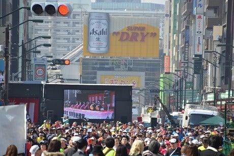 東京マラソン2011 ~雷門前折り返し~