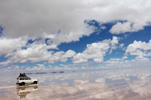 サトのブログ-塩湖を走る車の屋根から