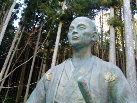 この人、知っていますか?鈴木正三・鈴木重成の銅像