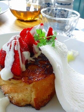 オトク貯金大作戦-苺とリンゴソースのフレンチトースト
