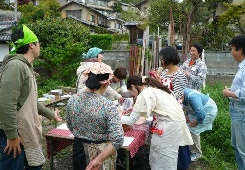 京都で自然な農を提案!農業体験も実施! しましま畑でつかまえて-ちまき流し込み全景