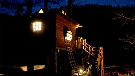 初めてのオートキャンプ!子供と一緒にキャンプに行こう!-夜のツリーハウス