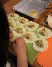 $旬菜料理家 伯母直美  野菜の収穫体験ができる料理教室 暮らしのRecipe-餃子作り