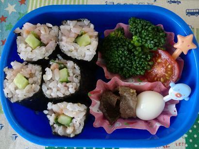 幼稚園男児のお弁当とハンドメイド作品