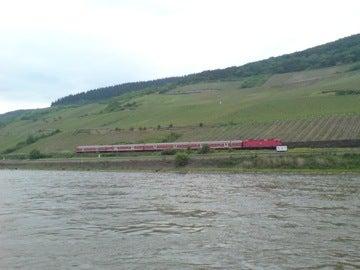 対岸の汽車