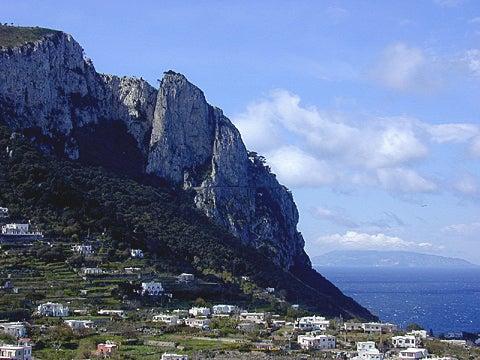 【彼女の恋した南イタリア】 ~ diario-カプリからアナカプリ方面を望む