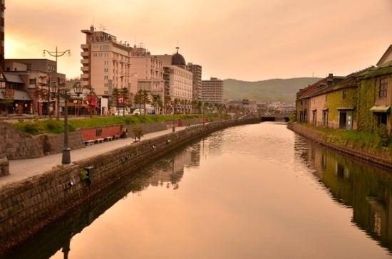 $全てのコスメは美に通ず-夕暮れの小樽運河
