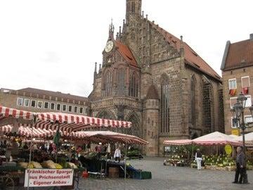 大聖堂とマーケット