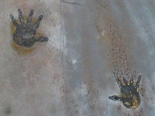 晴れのち曇り時々Ameブロ-三ツ石神社にある鬼の手形モチーフ