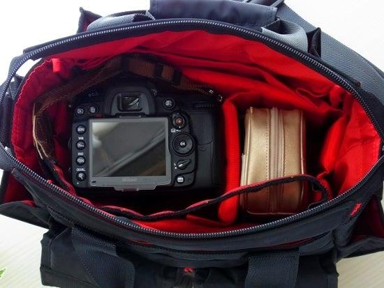 $全てのコスメは美に通ず-アルティザン&アーティスト カメラバッグ 中身