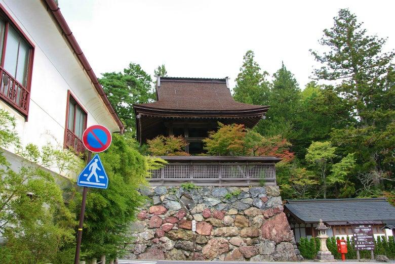 高野山への道-六時の鐘(南から)