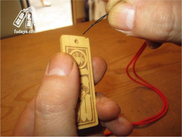 $-11穴に通すため糸でガイド