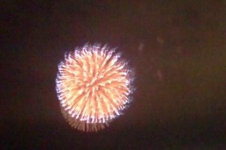 ・・♪ h i k a r i n o k u n i - s v a h a - ♪・・ 生きとし生けるもの 全てのいのち 森羅万象が光り輝きますように -2011 森戸花火 神奈川