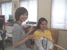 エマ美容室の[チョキ×チョキ日記]-高校生をメイクしてあげる