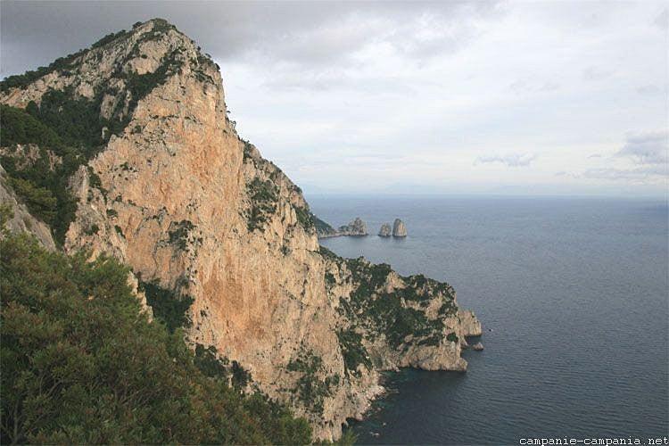 【彼女の恋した南イタリア】 - diario  イタリアリゾート最新情報    -カプリ島皇帝のヴィラ空白のミリエッラ
