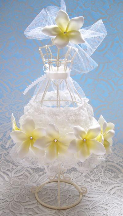 花嫁のブーケ-トルソーアレンジ プルメリアのドレス