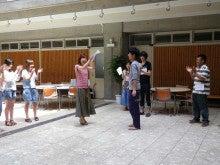 静岡学生NGO あおい-アイスブレイク表彰の様子(紙薄くない?笑)